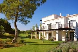 Vendre, acheter ou louer une maison à Bernay : pour quelle raison consulter une agence immobilière?
