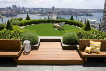 Gazon artificiel vs naturel pour le revêtement de votre terrasse